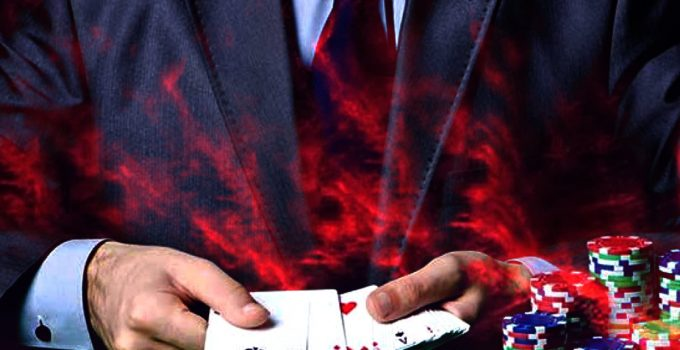 Closeup of a Man dalam Suit Holding Playing Cards