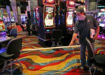 Industri kasino Massa berkedip kembali ke kehidupan ketika Plainridge bersiap untuk membuka hari Rabu