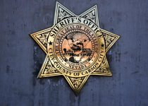 Deputi Carson City menangkap 18 tahun karena minum alkohol di kasino lokal, berbohong kepada polisi tentang namanya, dan surat perintah kejahatan | Carson City Nevada News