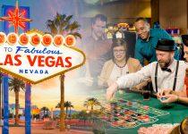Las Vegas Sign dan Seorang Pria Berjudi di Meja Roulette