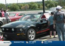 Topeka Mustang Club menyelenggarakan pameran mobil di Prairie Band Casino & Resort