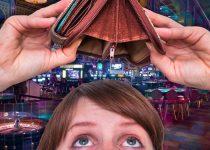 Wanita Melihat Dompet Kosong Dengan Latar Belakang Kasino