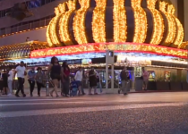 Apakah aman mengunjungi kasino, bar, dan mal Vegas lagi? Dokter lokal memberikan pendapatnya