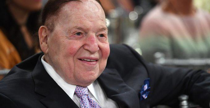 Kasino mogul Sheldon Adelson bersumpah untuk membayar staf sampai akhir Oktober