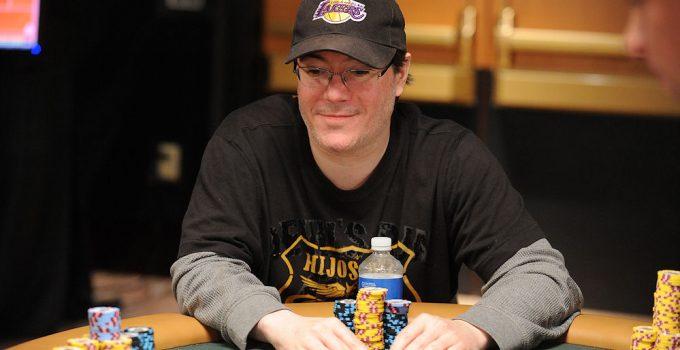 Hari Ini dalam Sejarah WSOP: Jamie Gold Memenangkan Acara Utama Terbesar yang Pernah Ada
