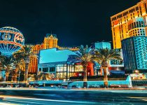 Nevada menutup slot bar, tetapi kasino diperlukan untuk perekonomian