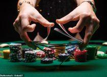 Saat kasino dibuka, dealer akan membagikan kartu menghadap ke atas sebagai bagian dari tindakan pengamanan untuk menghentikan pemain menyentuh kartu