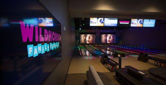 Wildhorse Resort and Casino menambahkan arena bowling dengan anggukan ke tanah suku