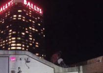 Polisi berlari cepat untuk mengambil pelompat bunuh diri dari tepi kasino Atlantic City! - Kejahatan Online