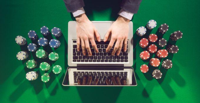 Pro Dan Kontra Bermain Poker Di Kasino Online
